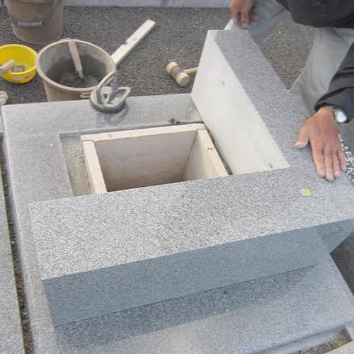 自社で一貫し、 お墓の15年間施工保証など、 アフタ-サ-ビスも 責任を持って対応します。