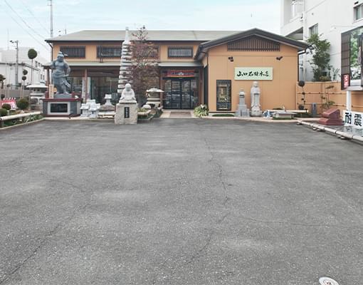 敷地内に5台分の駐車場を設けています。